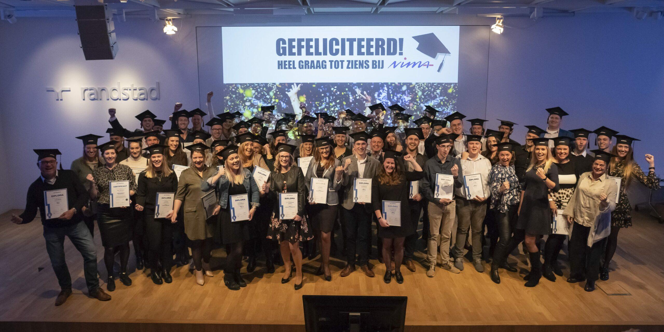 De kers op de taart: NIMA-gediplomeerden ontvangen diploma