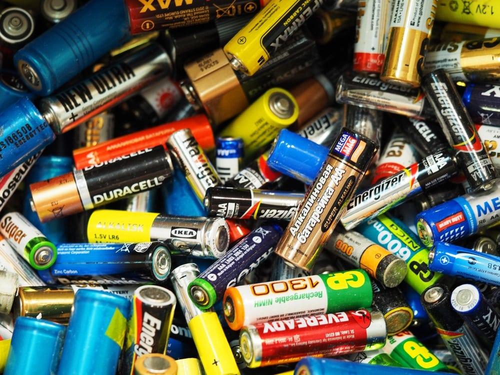(Recensie) Six batteries of change