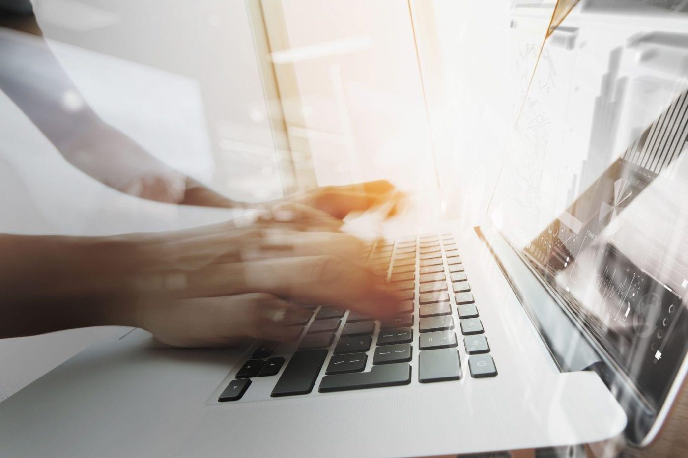 Webcare in de publieke sector: hoe wenselijk is een lollige toon?