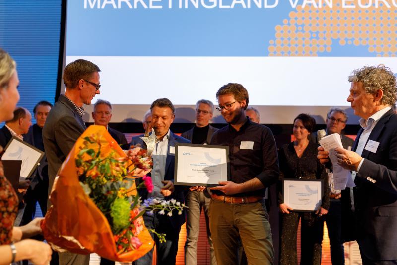 Gino van Ossel wint PIM Marketing Literatuur Prijs 2019 met 'Retail – De digitale hysterie voorbij'