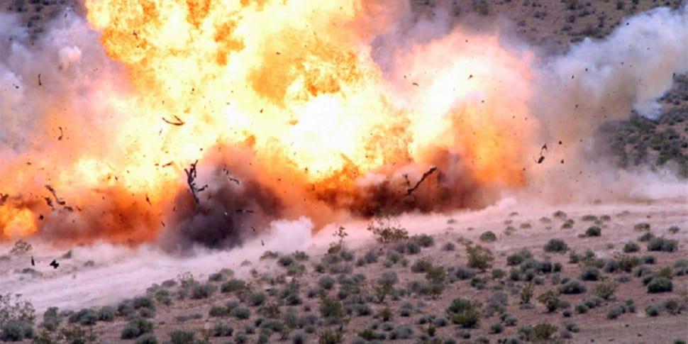 Zes vrijwillige aandachtstrekkers en een vuurwerkbom